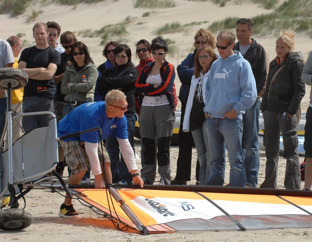 strandzeilen blokarten op het strand van Texel bij Zandbank Texel voor bedrijfsuitjes en groepsuitjes, actief op Texel