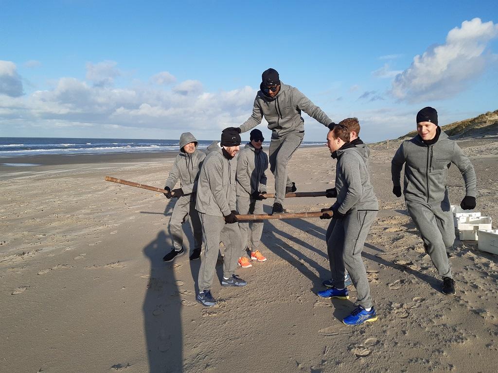 Bootcamp Teambuilding op Texel bij Zandbank Texel voor bedrijfsuitjes, groepsuitjes en schoolreis op het strand, Actief op Texel