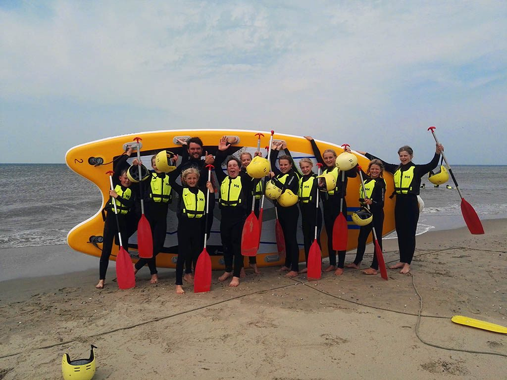 Mega-SUP SUP-XL bij Zandbank Texel voor bedrijfsuitje groepsuitje en schoolreis, actief op Texel, Teambuilding op Texel
