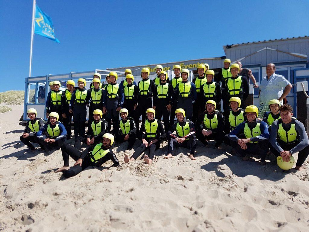Waterbattle op het strand van Texel voor bedrijfsuitje, groepsuitje, schoolreis, teambuilding op Texel, actief op Texel