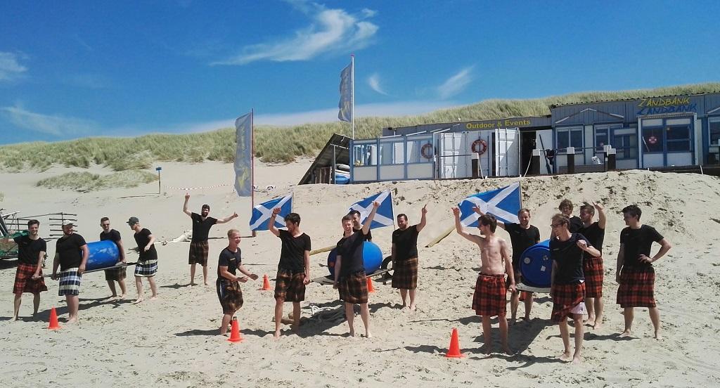 Highlandgames op strand of in bos Teambuilding op Texel bij Zandbank Texel voor bedrijfsuitjes, groepsuitjes en schoolreis op het strand, Actief op Texel , de outdoor specialist