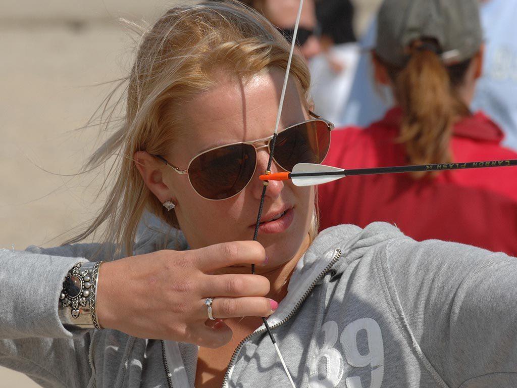 Boogschieten Abseilen bij Zandbank Texel - groepsuitjes bedrijfsuitjes en teambuilding Texel - strand Paal 17 Actief op Texel