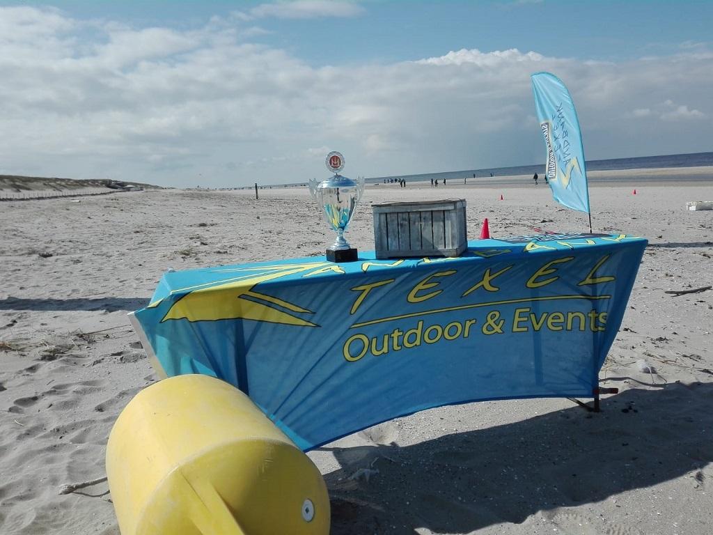 Expeditie Robinson Texel - groepsuitjes bedrijfsuitjes en teambuilding Texel - strand Paal 17 Actief op Texel