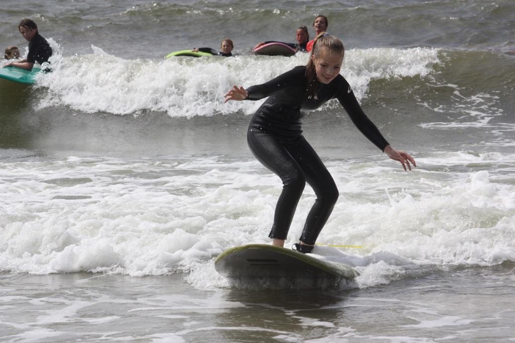 Beach Camps Texel jongerenkamp.  Outdoor bij Zandbank Texel - strand Paal 17 Actief op Texel surfen raften kajak powerkiten beachgames
