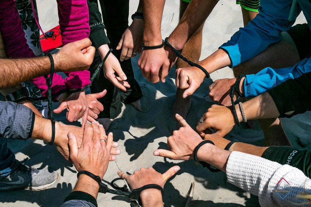 Teambuilding op Texel - groepsuitjes bedrijfsuitjes schoolreis en outdoor bij Zandbank Texel - strand Paal 17 Actief op Texel