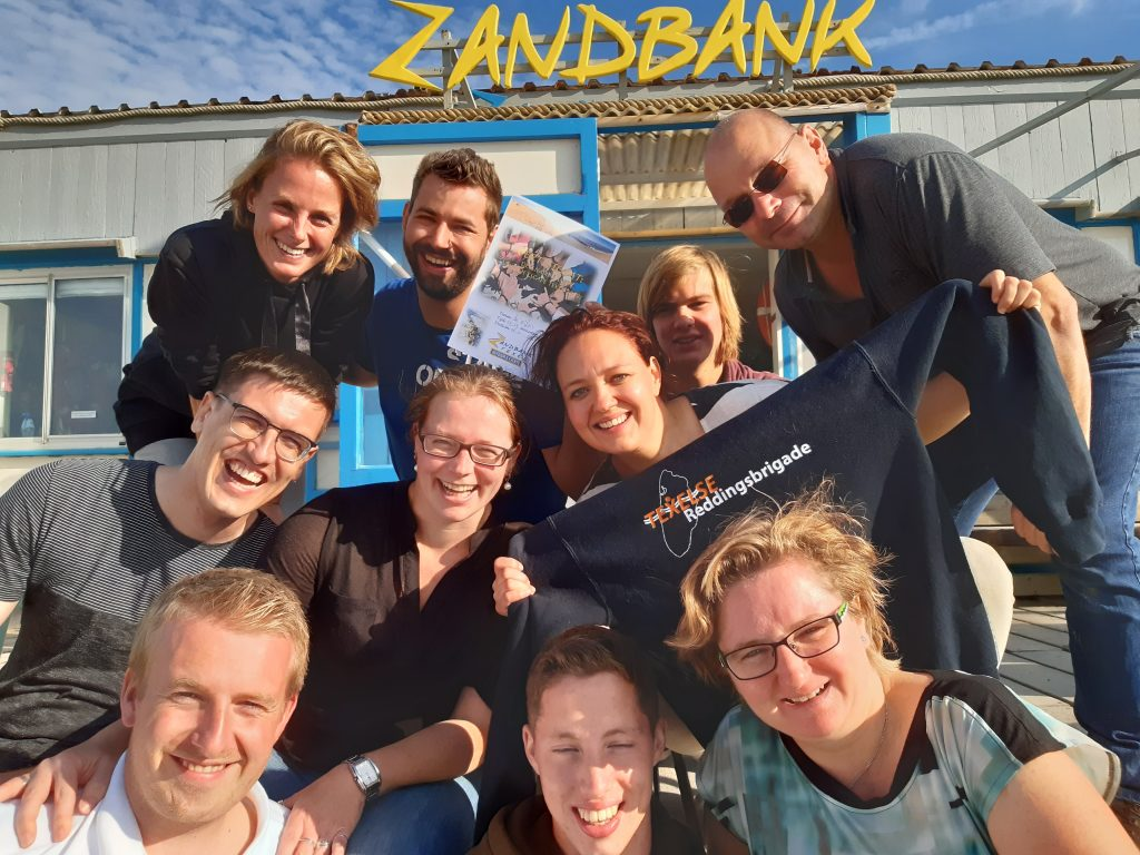 Beach Escape Texel teambuilding op Texelse strand, outdoor escape room ideaal voor bedrijfsuitje, groepsuitje en teambuilding. Actief op Texel bij Zandbank Texel denk out of the box met de Beach Escape Texel